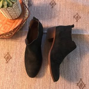 Tommy Hilfiger black suede ankle booties size 7.5